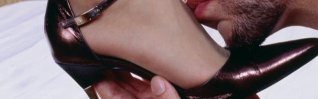 Besar los pies